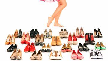 erilaisia kenkiä