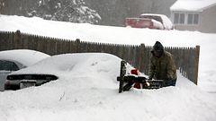 KUVAT talvimyräkästä: New York säästyi, muualla hurjia lumihankia –