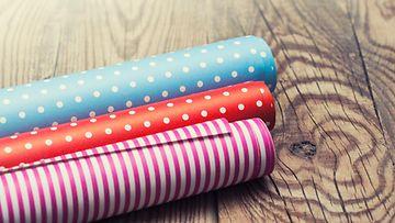 Säilytätkö kauneimmat lahjapaperit? Katso vinkit uudelleenkäyttöön