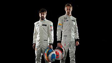 McLarenin kuljettajakaksikko Alonso - Jenson Button