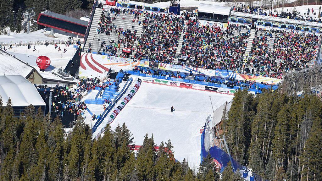 MM-kisoissa muistettiin kuolleita alppihiihtäjiä haamulaskijalla - Alppihiihto - Hiihtolajit ...
