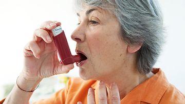 vanhempi_nainen_astma