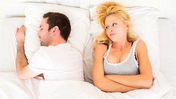 Miehellä ja naisella on ongelmia sängyssä