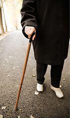 ikääntyvä_kävelee
