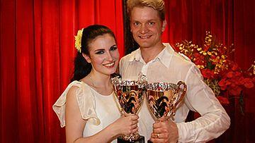 Tanssii Tähtien Kanssa 2008 -voittajat Maria Lund ja Mikko Ahti. (Kuva: MTV3)