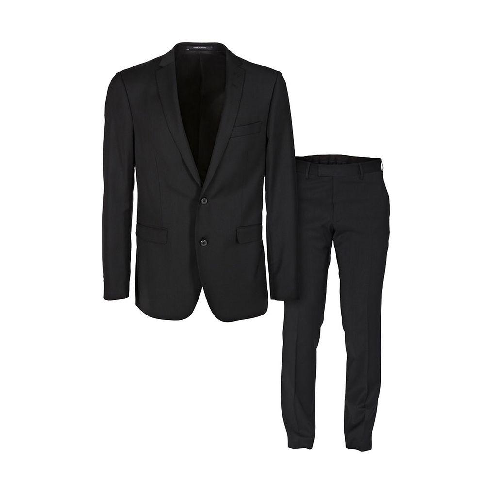 Naisten valinnat  Näissä vaatteissa mies on seksikkäimmillään ... 2fc2418ee4