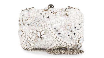 MISS SELFRIDGE -clutch-laukku on koristeltu helmillä ja strasseilla edestä ja takaa. Wht Swirl Emb Case 52,95 €, Nelly.com