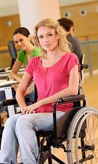 Nainen pyörätuolissa08