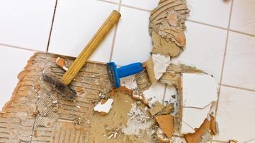 remontti kylpyhuoneen seinä