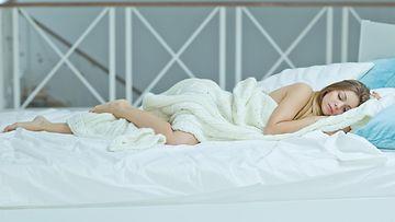 Nainen nukkuu8