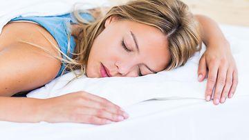 Nainen nukkuu2