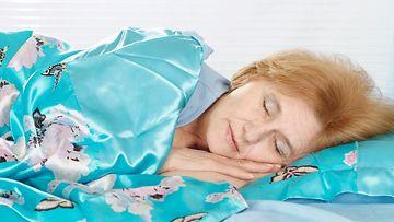 Nainen nukkuu78