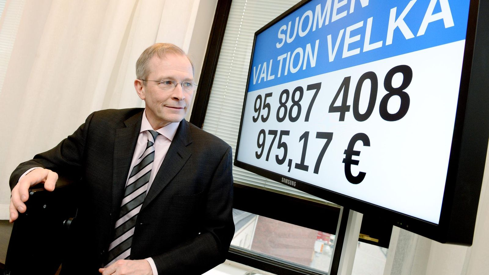 Helsingin keskustaan asennettiin velkakello – valtion velka kasvanut 7 vuodessa 75 prosenttia ...