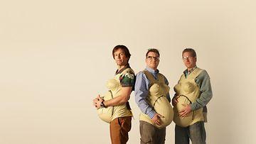 Miehet kokeilevat, millaista on olla raskaana3