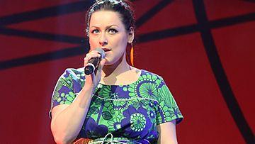 Erin Anttila Idols tekee hyvää -konsertissa.