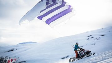 Flyingsnowmobile2