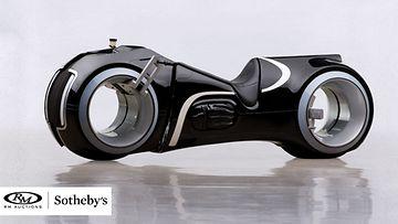 Tron: Legacy -elokuvan innoittamana räätälöity sähkömoottoripyörä..