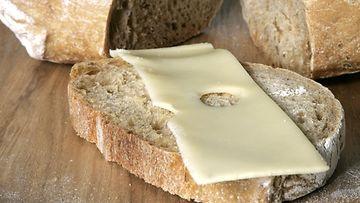 vaalea leipä juusto emmental voileipä