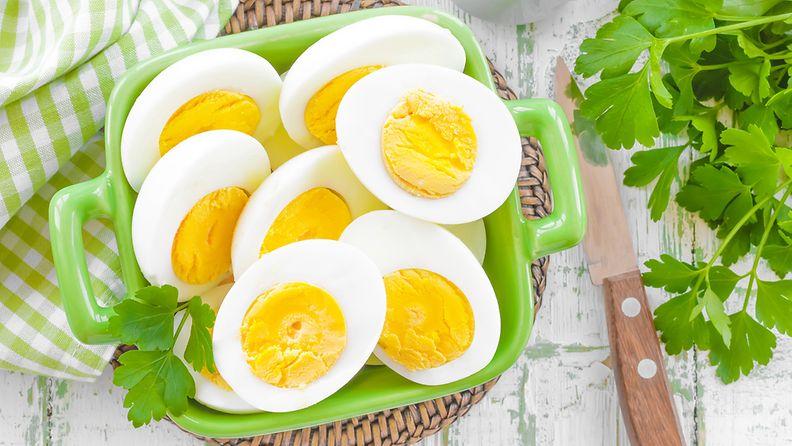 Kananmuna kovaksi keitetty