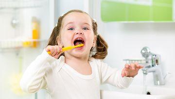 lapsi, hampaidenpesu