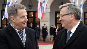 Presidentit Niinistö ja ja Komorowsk tapasivat Varsovassa.