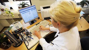 Lääkäri tietokone Apotti potilastietojärjestelmä