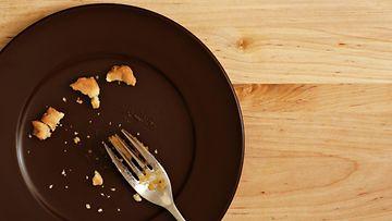 lautanen, ruoanjämät, haarukka