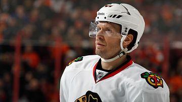 Kimmo Timonen metsästää Stanley Cupia Chicagon paidassa.