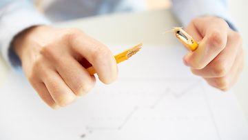 Katkennut kynä (1)