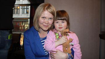 Sanna Kiiski ja 2,5-vuotias Mai-tytär 14.4.2015.
