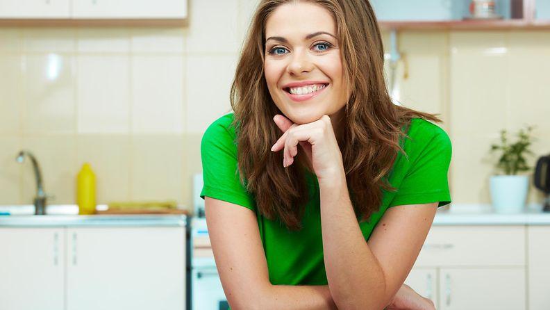 nainen, keittiö