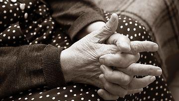 yksinäisyys vanhus