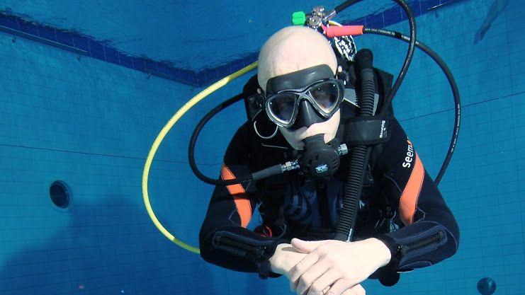 Training basic scuba skills in the Kaleva Swimming Center7 29112014