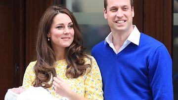 Catherine ja William esittelivät pikkuprinsessansa 2.5.2015.