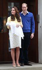Catherine ja William esittelivät vastasyntyneen pikkuprinsessan 2.5.2015.
