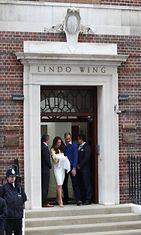 Catherine, William ja vastasyntynyt prinsessa. 02.05.2015. (1)