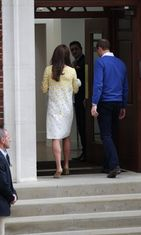 Catherine, William ja vastasyntynyt prinsessa. 02.05.2015. (2)
