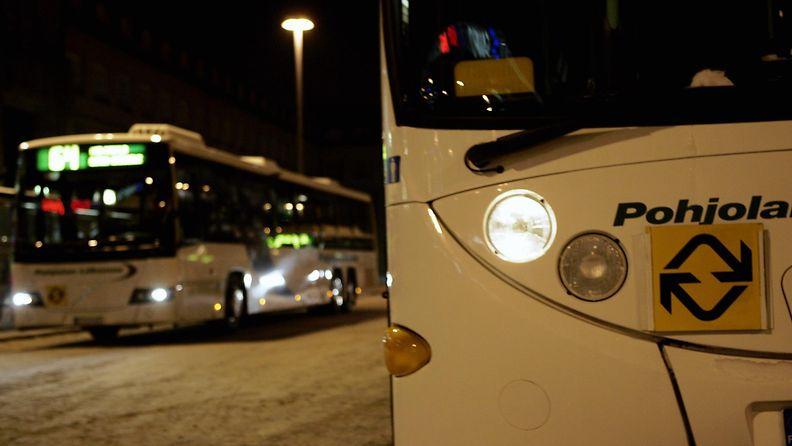 Pohjolan liikenne, bussi, linja-auto, joukkoliikenne