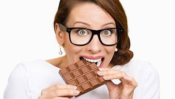 nainen, suklaa