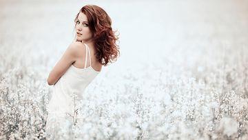 Nainen pellolla (2)