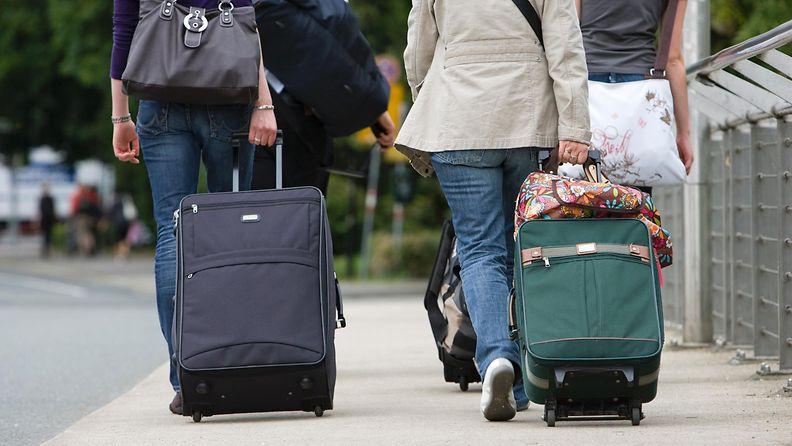 turistit_matkalaukut