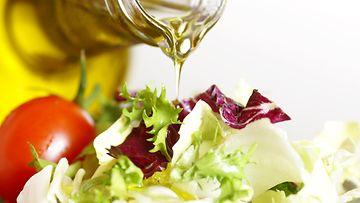 salaatti, öljy