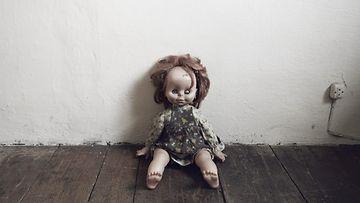 Surullinen, rikkinäinen lelu