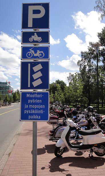 Moottoripyörän pysäköinti taloyhtiössä