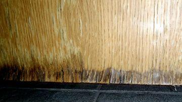 Kosteuden vaikutuksesta turvonnut pesuhuoneen väliovi