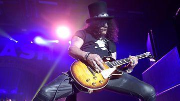 Slash konsertoi Helsingin jäähallissa torstaina 28. toukokuuta. (6)