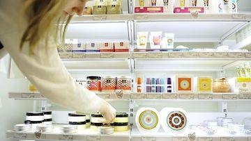 Mitä suomalainen ostaa kosmetiikkamarkkinoilta?