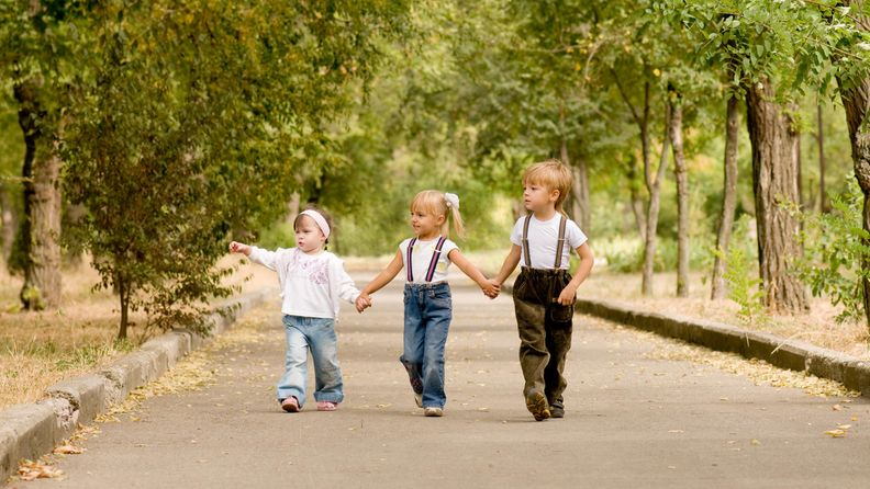 Lapsia luonnossa (1)