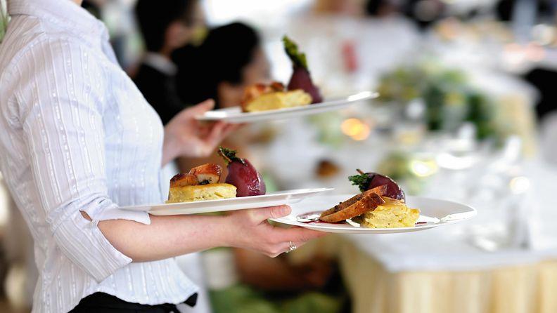 ravintola, tarjoilija