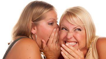 Naiset juoruilevat (1)